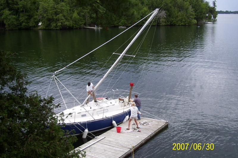 1972 C&C 27 MkI sailboat mast raising